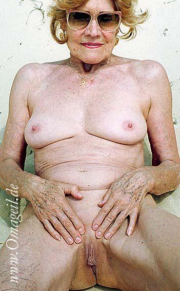 Mature lesbian seduces blonde