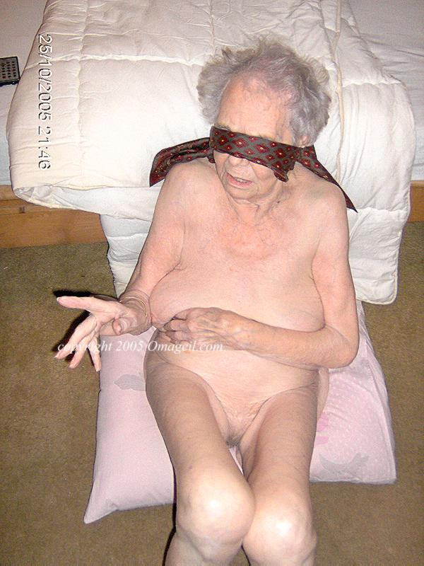 smoder oma Old grandma